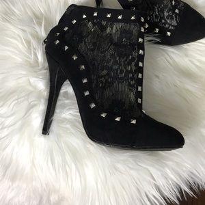 Shoedazzle booties
